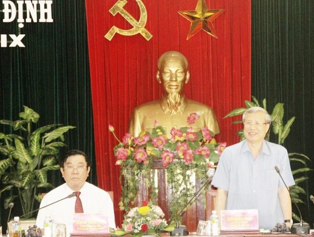 Ủy viên Bộ Chính trị - Thường trực Ban Bí thư Trung ương Đảng Trần Quốc Vượng làm việc tại tỉnh Bình Định.