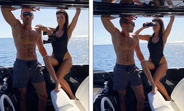 Kourtney đang hò hẹn với chàng người mẫu kiêm huấn luyện viên thể dục mới 25 tuổi, Younes Bendjima. Cặp đôi chính thức công khai quan hệ từ tháng 5 năm ngoái.