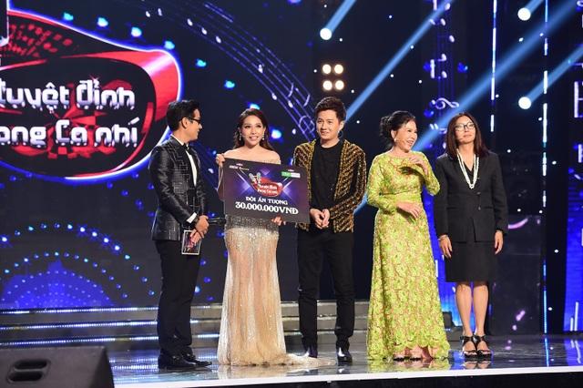 """Ngoài ra, bộ đôi Khả Như - Ngô Kiến Huy còn nhận thêm giải thưởng 30 triệu đồng """"Cặp HLV ấn tượng""""."""