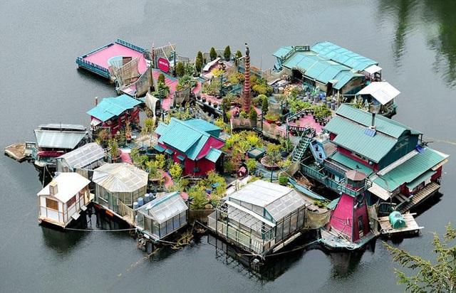 """Cặp đôi dành 20 năm xây dựng cả một hòn đảo làm """"chốn nương thân"""" - 1"""
