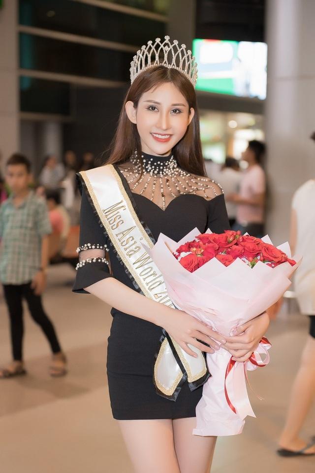 Lúc này tôi cảm thấy mình như cô bé Lọ Lem ngoài đời thật, Chi Nguyễn xúc động.