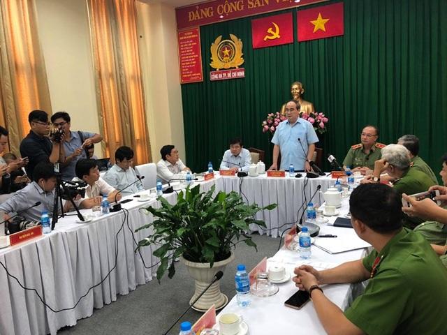 Bí thư Nguyễn Thiện Nhân phát biểu tại buổi họp báo