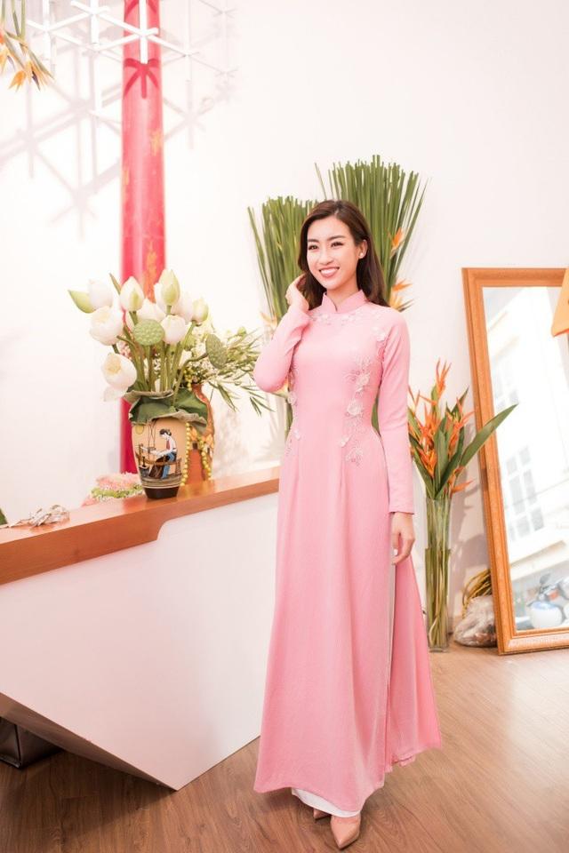 Trước khi Đỗ Mỹ Linh đăng quang Hoa hậu Việt Nam 2016, cả hai đã quen biết nhau trong một chương trình biểu diễn áo dài tại Văn Miếu Quốc Tử Giám.