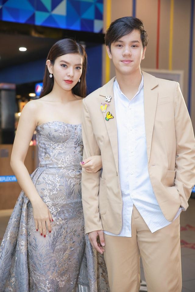 Trúc Anh và diễn viên Thái Lan Nanon Korapat khá thân thiết với nhau do nữ diễn viên có thời gian sống tại Thái Lan và nói rất tốt tiếng Thái. Cô cũng phát biểu bằng tiếng Thái trong sự kiện ra mắt phim, về sự tương đồng giữa showbiz Việt và Thái Lan. Phim được thực hiện 2 phiên bản chiếu riêng ở Việt Nam và cả Thái Lan nên diễn viên sẽ được lồng tiếng Việt và Thái.