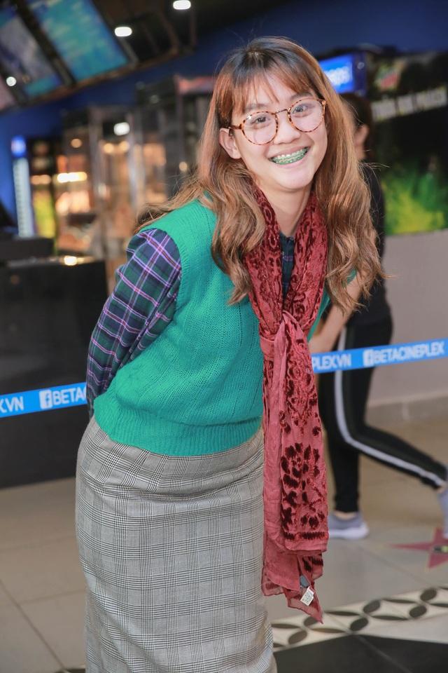Diễn viên trẻ Việt Linh trong vai nữ chính An xuất hiện với tạo hình nhân vật xấu xí