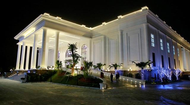Toàn cảnh Trung tâm hội nghị Quốc tế FLC Hạ Long lung linh về đêm