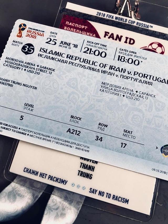 Trên vé xem bóng đá sẽ có ghi tên của người mua vé. Sau khi đặt vé trên trang chủ của FIFA, bạn sẽ phải đăng ký làm Fan ID để nhập cảnh vào Nga dịp World Cup. Khi vào sân vận động bạn cũng phải quét cả Fan ID và vé.