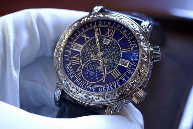 Về chiếc Patek Philippe Sky Moon Tourbillon 6002G lừng danh mà Trịnh Xuân Thanh từng sở hữu 1 chiếc, Larry Pettinelli - chủ tịch Patek Philippe thị trường Mỹ nói: Cho dù bạn trả 6 triệu USD cho chiếc đồng hồ này, chúng tôi vẫn sẽ không bao giờ bán cho bạn trừ khi bạn đủ tiêu chuẩn (Ảnh minh họa)