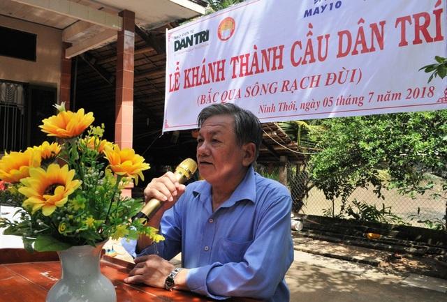 Ông Ngô Thanh Xuân – Phó Chủ tịch UBND huyện Cầu Kè, bày tỏ lời cám ơn đến báo Dân trí, Quỹ Khuyến học Việt Nam, Tổng Công ty may 10 khi địa phương được sự quan tâm của quý báo và lãnh đạo công ty trong việc hỗ trợ địa phương xây mới cầu Rạch Đùi