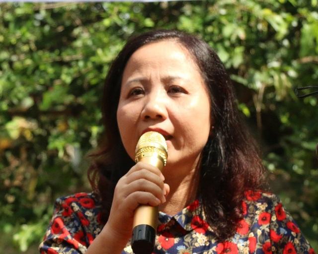 Bà Trần Quý Dân– Chủ tịch Công đoàn Tổng công ty May 10 phát hiểu tại lễ khánh thành cầu Dân trí thứ 14