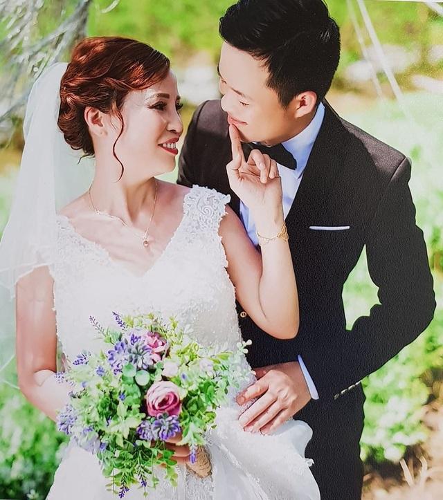 Trước khi quyết định về chung một nhà, cả hai đã có thời gian nửa năm tìm hiểu và yêu nhau.
