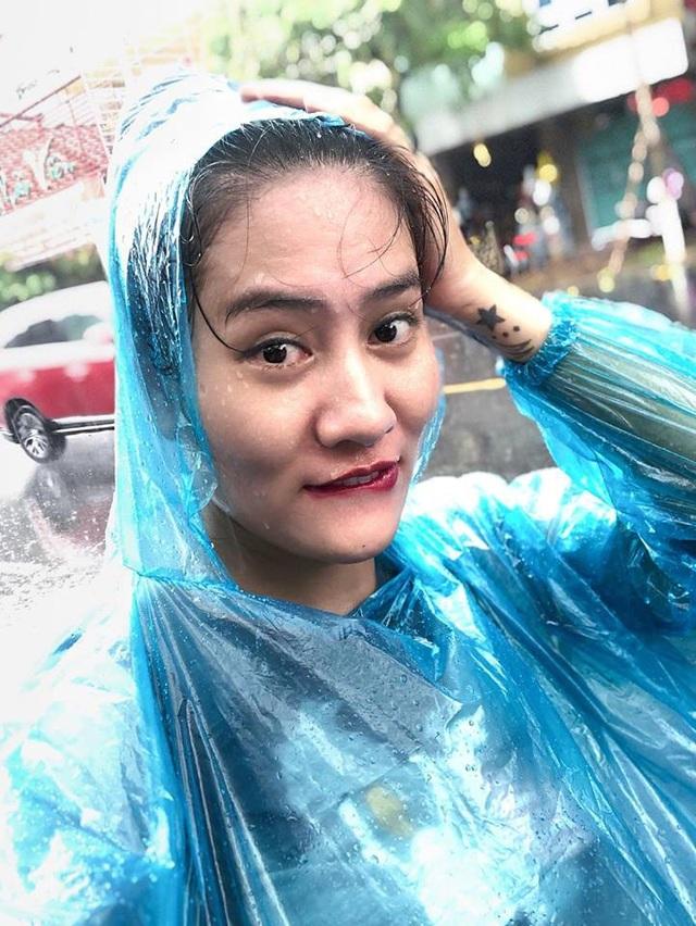 Còn đây là bức ảnh selfie do Minh Cúc chia sẻ
