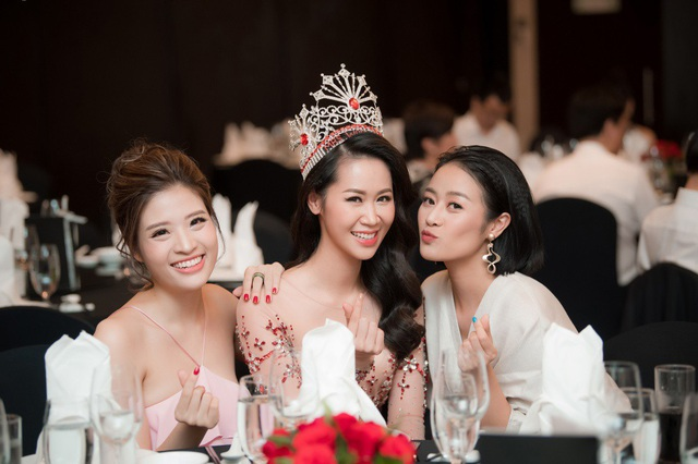 Dương Thuỳ Linh đọ sắc bên Phí Nguyễn Thuỳ Linh và Phan Hoàng Thu.
