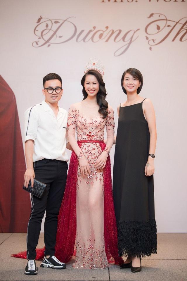 Siêu mẫu Hạ Vy và NTK Hà Duy - người vừa vướng vào vụ ồn ào với Hoa hậu Chuyển giới quốc tế Hương Giang. Hà Duy khẳng định không muốn tranh cãi qua lại nữa.