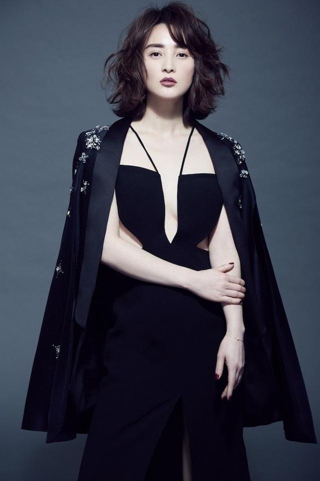 Nữ diễn viên nổi tiếng từng bị chỉ trích giật chồng của bạn thân.