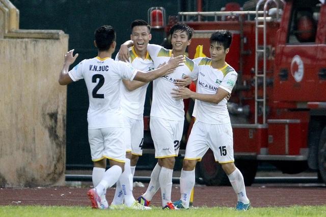 Niềm vui chiến thắng của SL Nghệ An - Ảnh: Gia Hưng