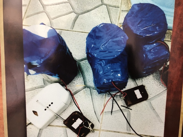 Những quả nổ có gắn thiết bị điều khiển từ xa đã hoàn thành được công an thu giữ