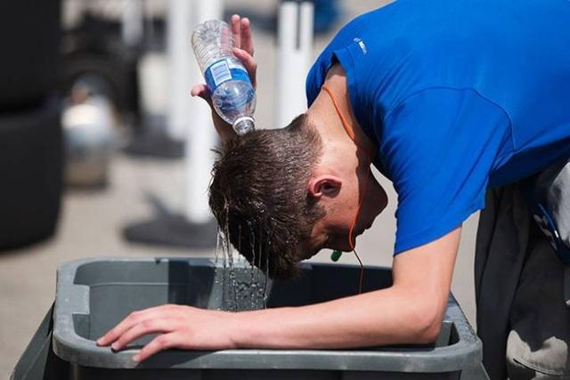 Nhiệt độ cao kỷ lục với độ ẩm cao khiến không khí trở nên ngột ngạt và gây ra nguy cơ với tử vong với người già, trẻ nhỏ, người mắc bệnh. (Ảnh: Reuters)