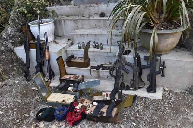 Vũ khí thu được tại nhà trùm ma túy. Ảnh: H.Phương