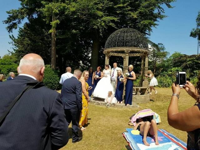 Vụ việc diễn ra ở Tessier Gardens, ngay cạnh nhà thờ Furrough Cross, Torquay