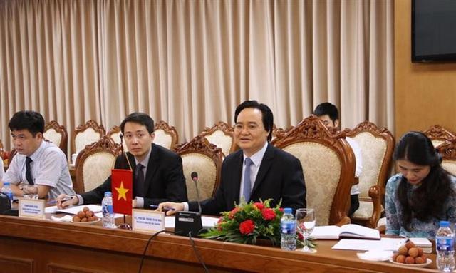 Bộ trưởng Phùng Xuân Nhạ trao đổi tại cuộc hội đàm