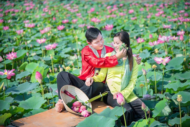 Giới trẻ phát sốt với đầm sen đẹp ngỡ ngàng giữa lòng Sài Gòn - 5