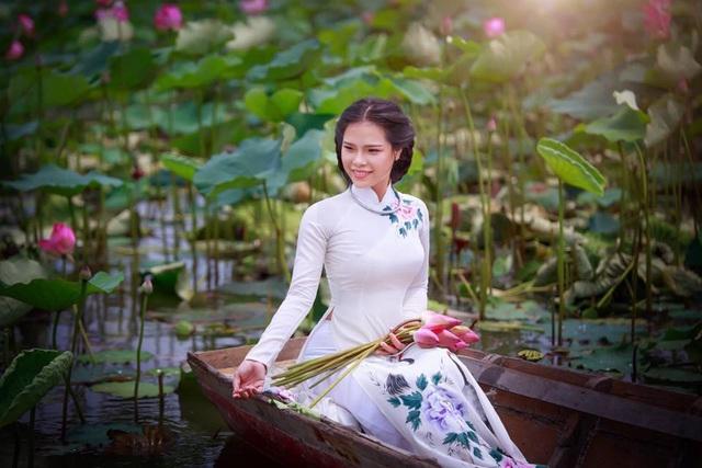 Giới trẻ phát sốt với đầm sen đẹp ngỡ ngàng giữa lòng Sài Gòn - 8