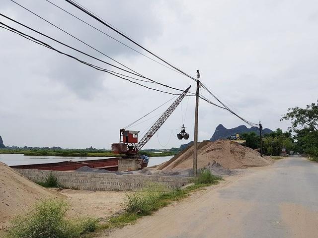 Chưa biết đến bao giờ, tình trạng vi phạm pháp luật đê điều ở Ninh Bình mới được dẹp bỏ hoàn toàn.