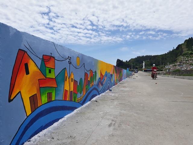 Quảng Ngãi: Lý Sơn có tuyến đường bích họa ven biển - 5