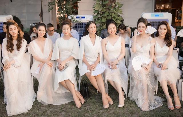 Dàn mỹ nhân Việt cùng chọn tone màu trắng nhã nhặn.