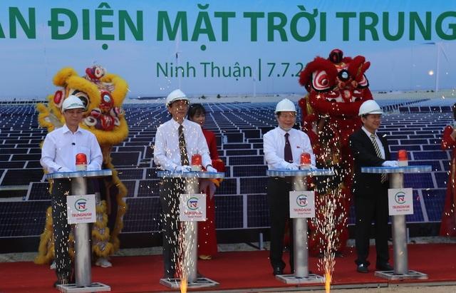 Nhà máy điện mặt trời lớn nhất Việt Nam được khởi công xây dựng tại tỉnh Ninh Thuận