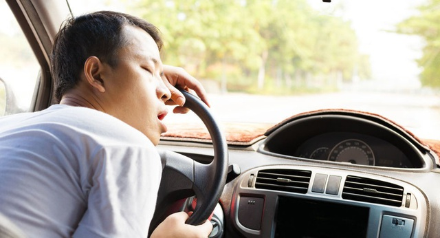 Các nhà khoa học cho biết tại sao tài xế buồn ngủ khi lái xe - 1