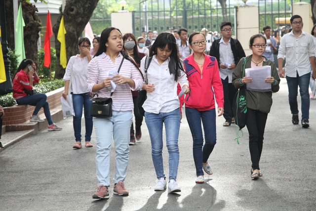 Tại điểm thi trường ĐH Khoa học tự nhiên, ĐHQG TPHCM sáng nay (7/7) rất đông thi sinh đến dự thi Đánh giá năng lực