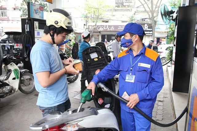 Bộ Công thương đề xuất không tăng ngay thuế bảo vệ môi trường với xăng dầu.