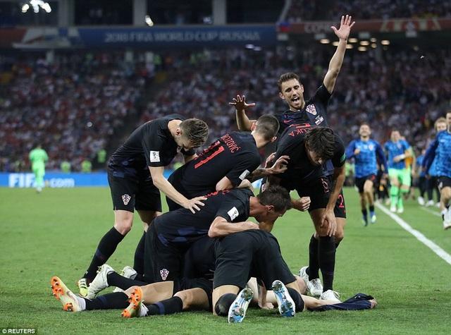Trước đó ở phút 100, Vida giúp Croatia dẫn trước 2-1