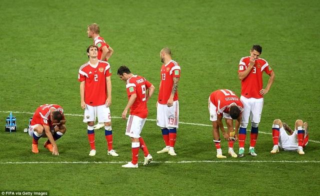 Nỗi thất vọng của cầu thủ Nga sau khi thua 3-4 trên chấm phạt đền