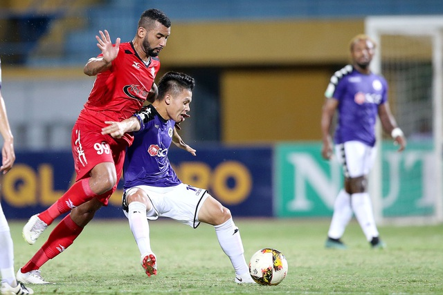 Quang Hải ghi 1 bàn thắng vào lưới TPHCM - Ảnh: Gia Hưng