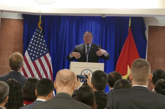 Ngoại trưởng Mỹ Mike Pompeo phát biểu tại Hà Nội tối ngày 8/7