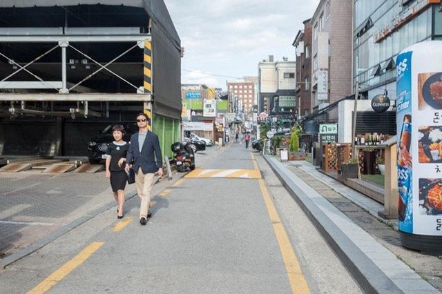 Cheongdam thường xuất hiện trên truyền hình với cuộc sống giàu sang. Đây cũng là nơi được chọn làm bối cảnh nhiều bộ phim