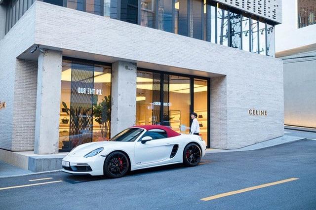 Bạn không khó để bắt gặp những siêu xe đỗ bên ngoài các tòa nhà xung quanh khu dân cư.