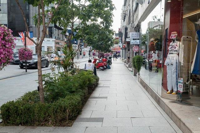 Apgujeong Rodeo là một khu phố mua sắm, bán hàng hiệu đắt tiền ở Gangnam.
