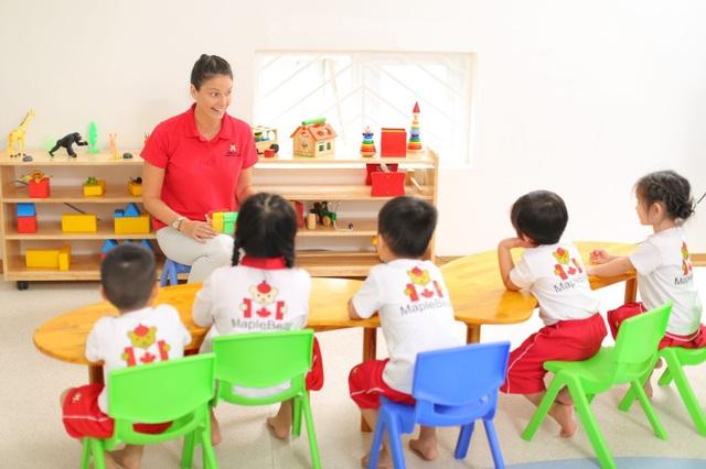 Chương trình học của Sunshine Maple Bear được thiết kế đặc biệt phù hợp với trẻ mầm non tại Việt Nam và tiếp cận phương pháp giáo dục hiện đại, lấy trẻ làm trung tâm.