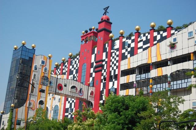 Du khách nhầm tưởng nhà xử lý rác của Nhật là... công viên giải trí - 7