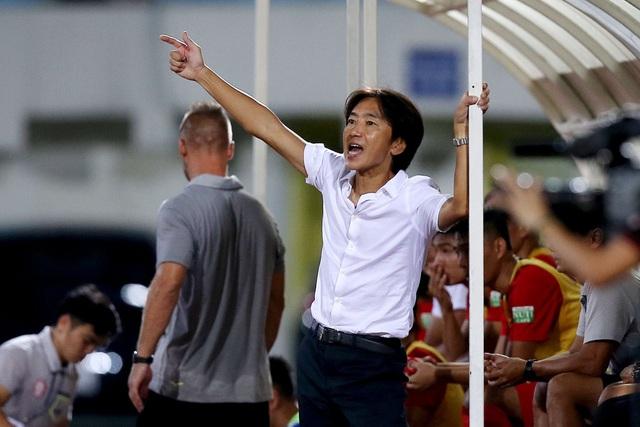 HLV Miura thất vọng khi TP HCM thất bại trước Hà Nội - Ảnh: Gia Hưng