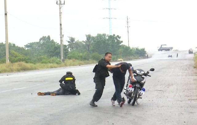 Bằng sự mưu trí dũng cảm, các chiến sĩ cảnh sát cơ động đã bắt giữ các đối tượng một cách nhanh chóng.