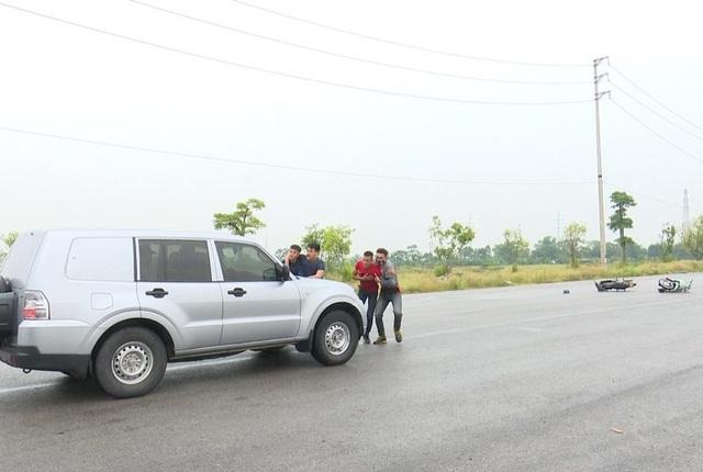 Trong tình huống giả định thứ 2, những tên cướp tạo hiện trường một vụ tai nạn giả ở đoạn đường vắng. Khi xe vận chuyển tiền của ngân hàng đi qua, chúng tìm cách tiếp cận, sau đó khống chế lái xe cũng như ngân viên của ngân hàng.