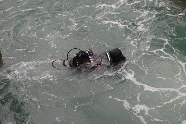 Thợ lặn khảo sát vị trí tàu cổ bị chìm để tiến hành khai quật