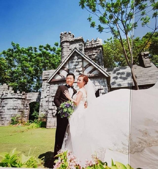 Ảnh cưới của cặp vợ chồng kém nhau 35 tuổi ở Cao Bằng.