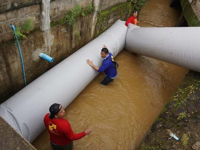 Đường ống của cha con ông Pairojana Toontong được thử nghiệm (Ảnh: Independent)