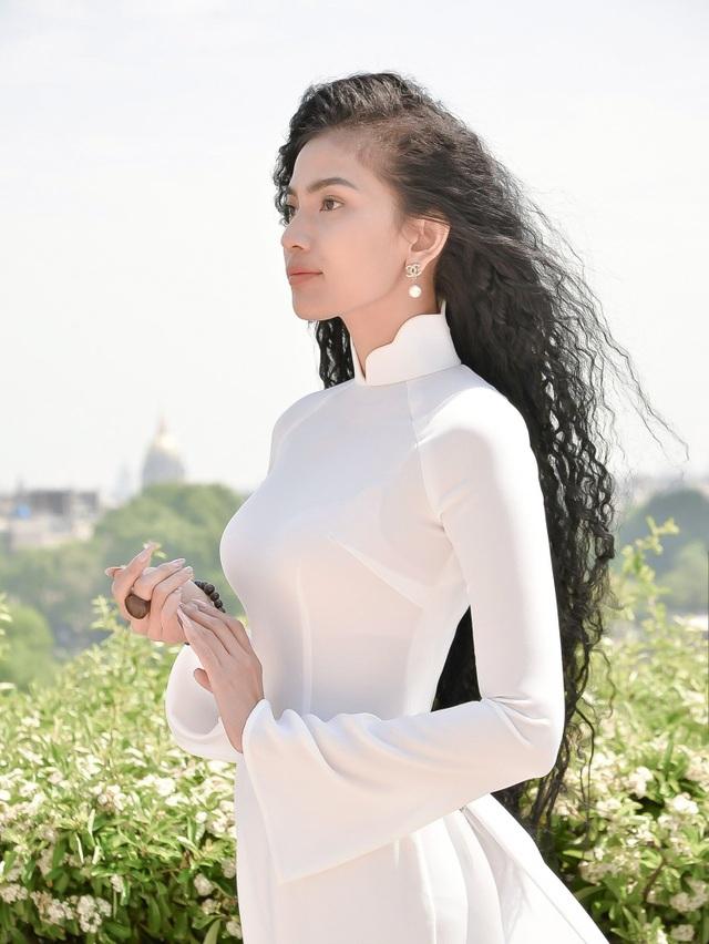 Là nhan sắc được biết đến bởi vẻ đẹp thuần chất Á đông, Trương Thị May nổi tiếng trong showbiz Việt là mỹ nhân luôn đề cao những giá trị văn hóa truyền thống.